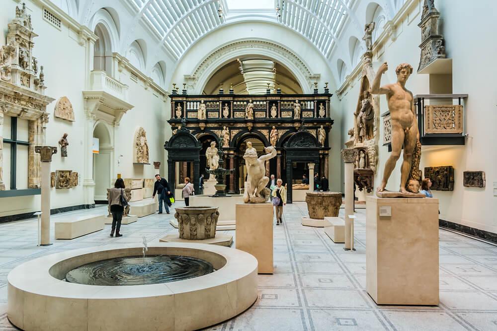 El encantador Victoria and Albert Museum es gratuito para visitar durante su primera visita a Londres