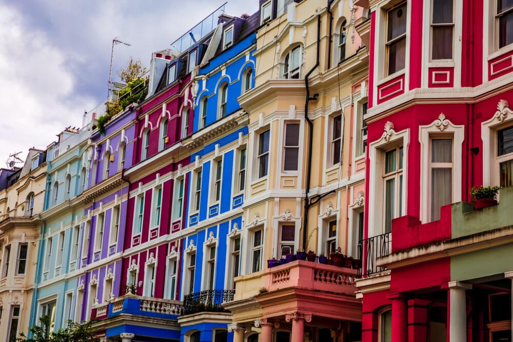 Las coloridas casas adosadas son populares en Notting Hill
