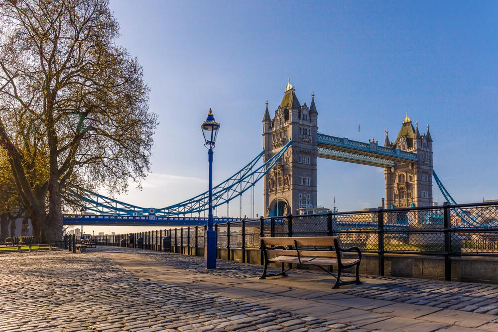 Se puede ver una hermosa vista de la calle del Tower Bridge durante su primera visita a Londres