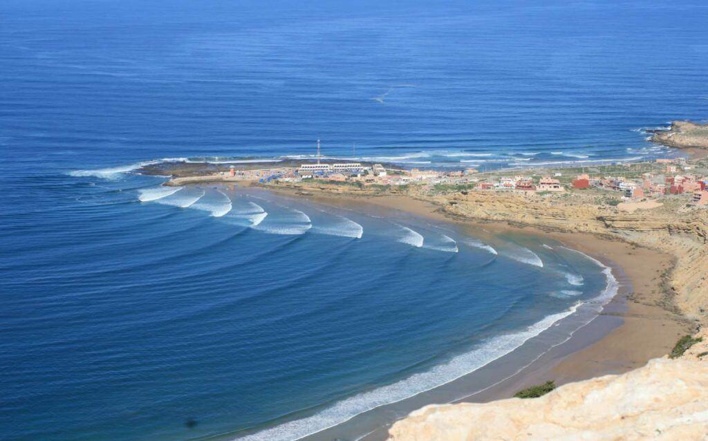 Los 9 destinos más locos de surf de olas grandes | Bayas cerebrales