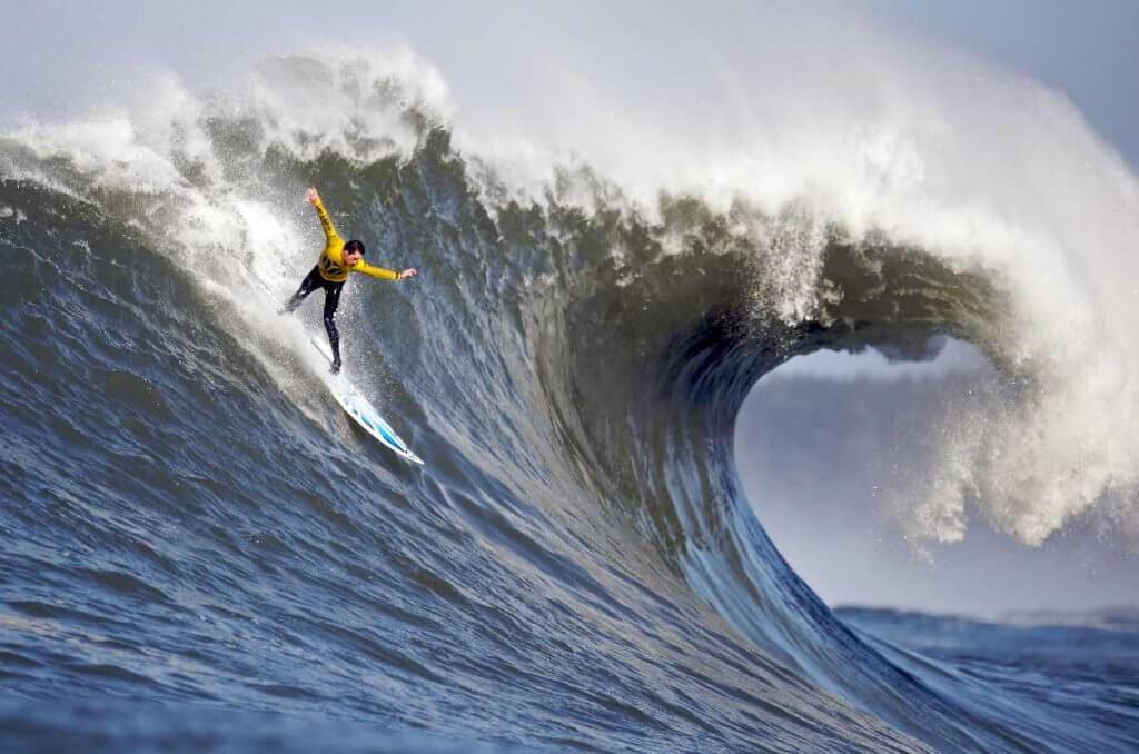 Top 9 de los destinos de surf de olas grandes más locos # 3 | Bayas cerebrales