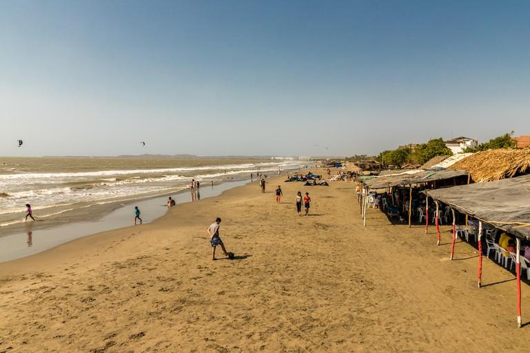 Una vista típica de la playa de la boquilla cerca de Cartagena Colombia